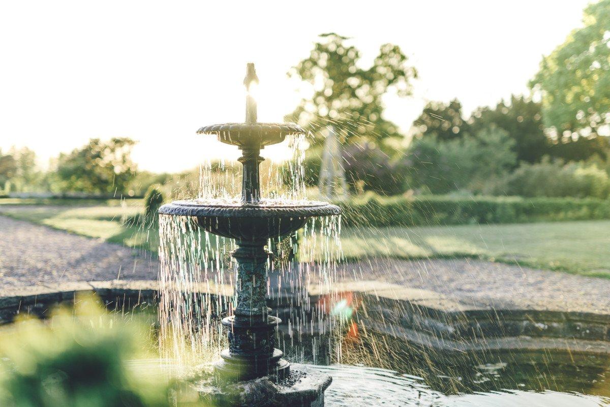 Fountain at a wedding, Willington Hall